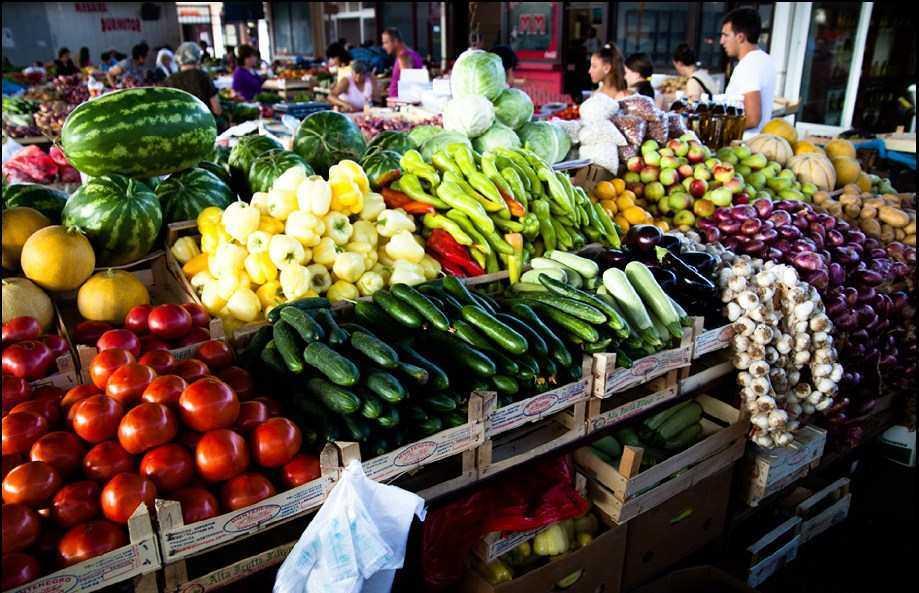 Рынки в Черногории - ассортимент фруктов, овощей