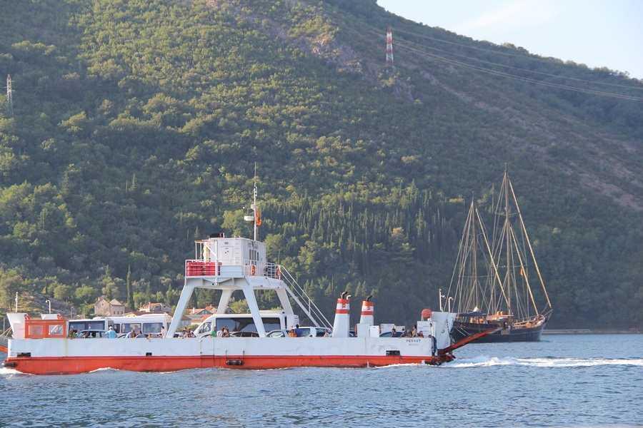 Паромы и переправы в Черногории