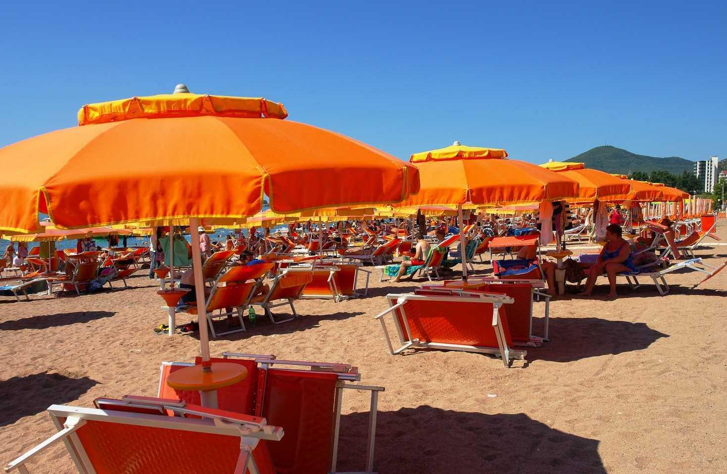 Черногория в августе на пляже