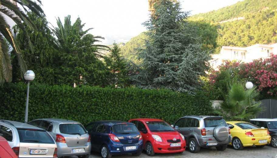 Avtopark v CHernogorii 912x520 - Такси и трансфер в Тивате