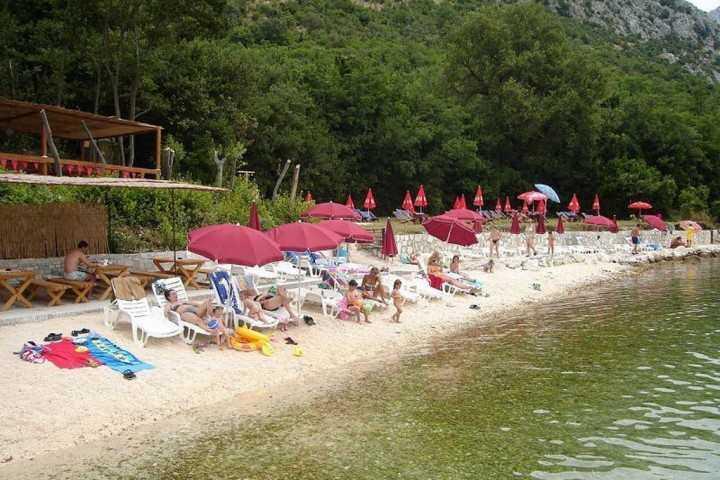 Bajova kula - Пляж Байова Кула в Черногории