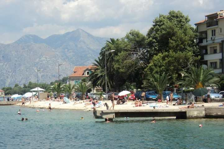 Dobrota Beach - Пляж Доброты в Черногории